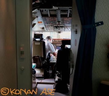 Cockpit_door
