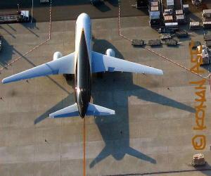 垂直尾翼の影